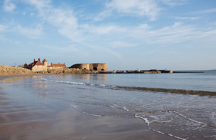 beadnell beach and harbour